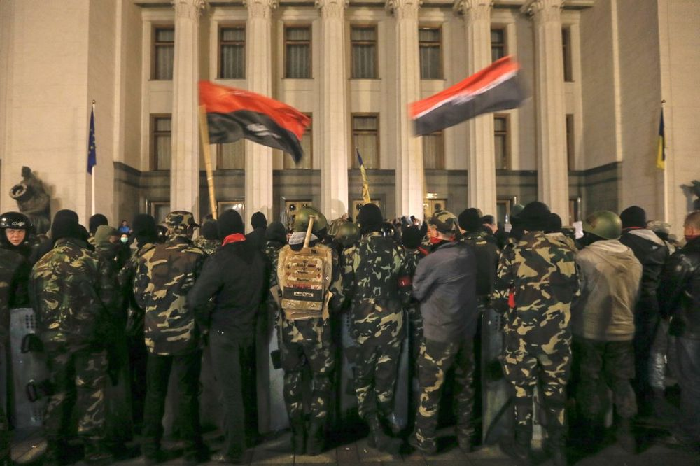 UKRAJINA PRED HAOSOM: Desni sektor kreće na Kijev?