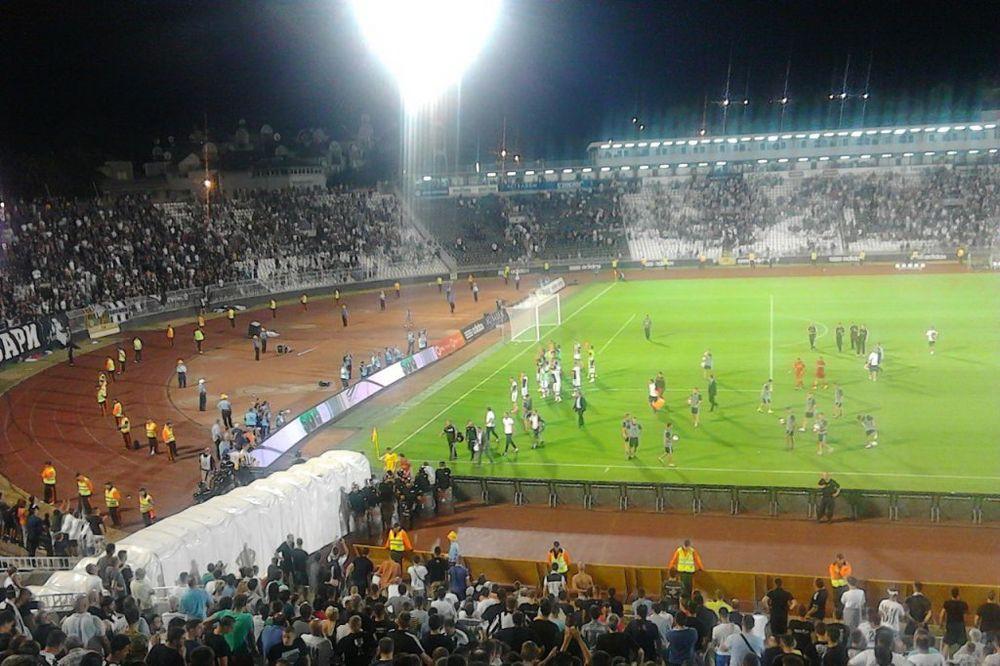 GROBARI MOLE HRVATE: Prenosite naš Partizan!