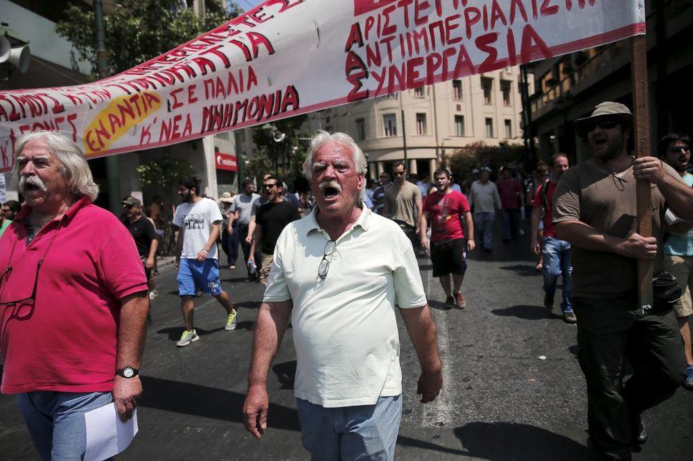 (VIDEO) HAOS U GRČKOJ: Javni sektor u štrajku, banke zatvorene, parlament veća o reformama