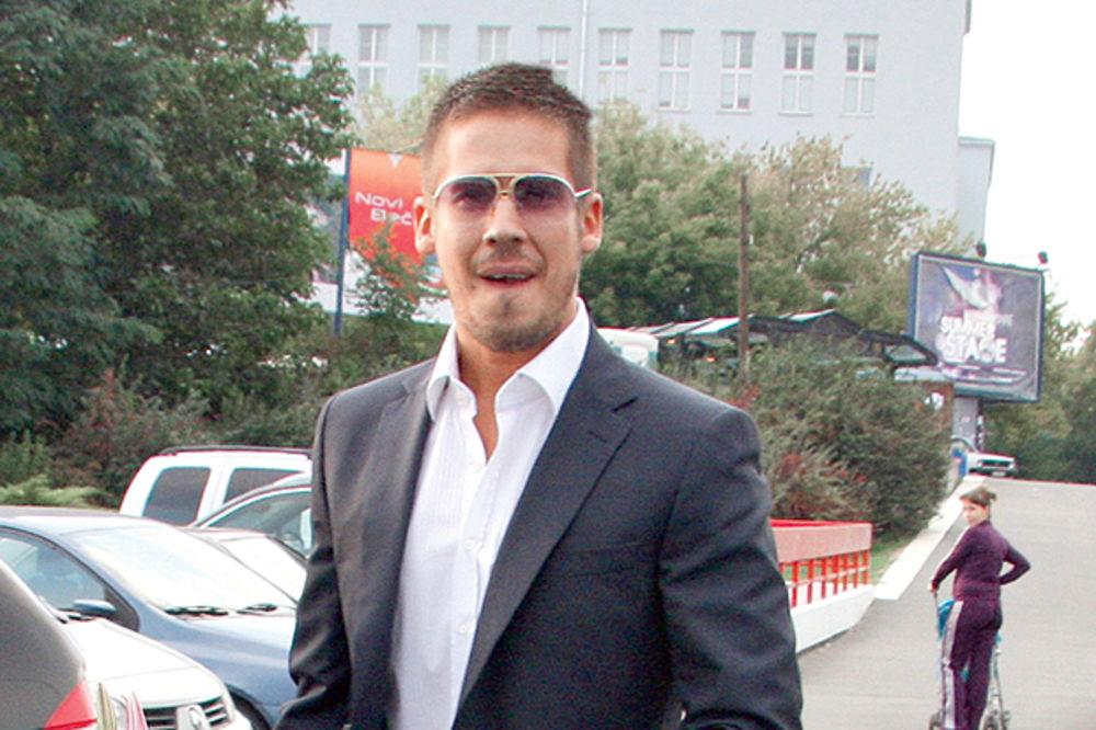 POTPUNA PROMENA IMIDŽA: Nikola Rokvić ne liči na sebe!