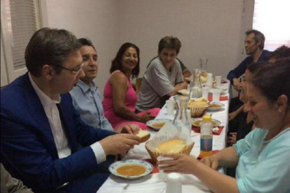 PREMIJER U BUJANOVCU: Vučić ručao u Narodnoj kuhinji