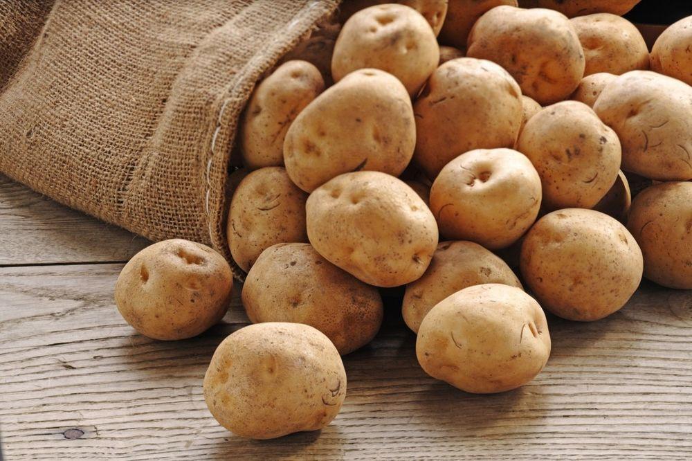 POVRĆE S MOLJCIMA: Ispituje se 20 tona krompira koje su Crnogorci vratili u Srbiju!
