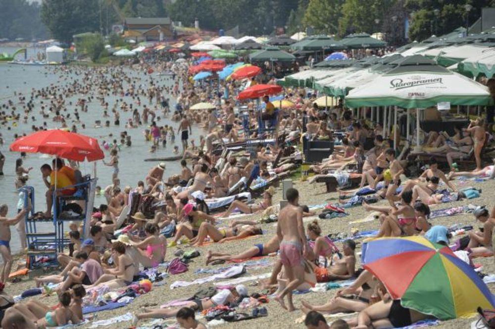 (FOTO) DOK SE ASFALT TOPI: Evo kako se građani rashlađuju na rekama i jezerima!