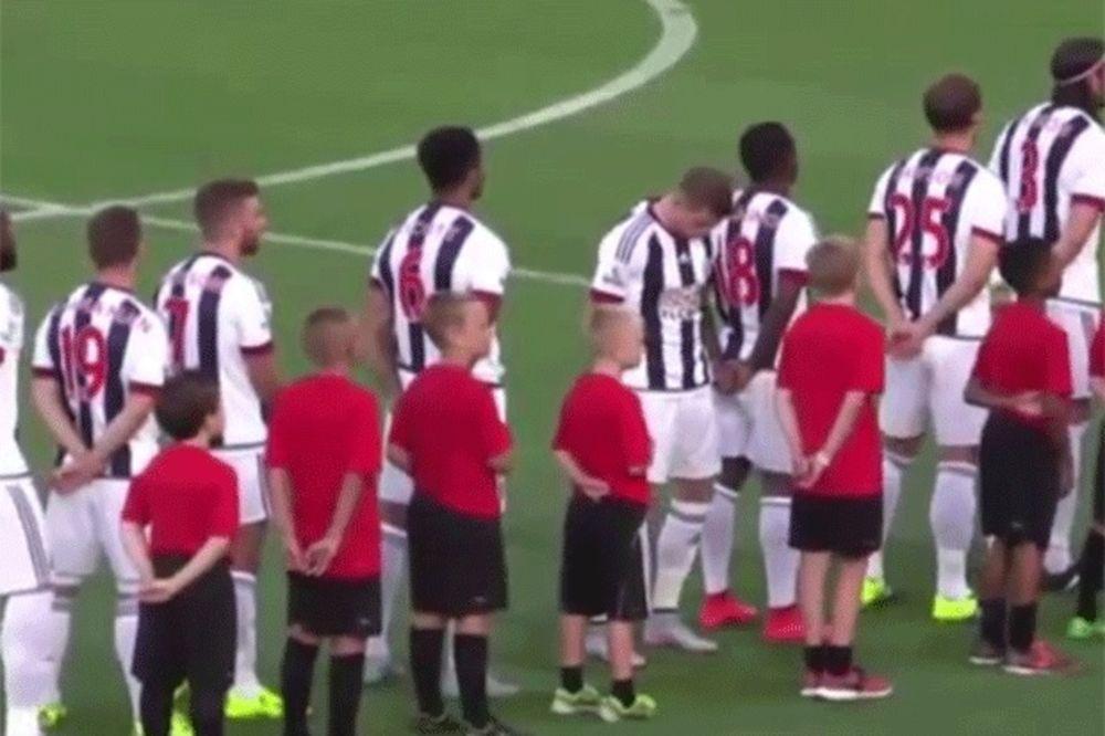 (VIDEO) SKANDAL: Pogledajte kako je fudbaler izrazio nepoštovanje prema himni zemlje u kojoj igra