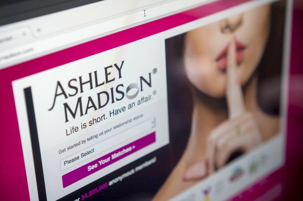 NEVERNI PARTNERI U PANICI: Hakovan sajt za preljubnike! Hakeri prete da će objaviti imena bludnika