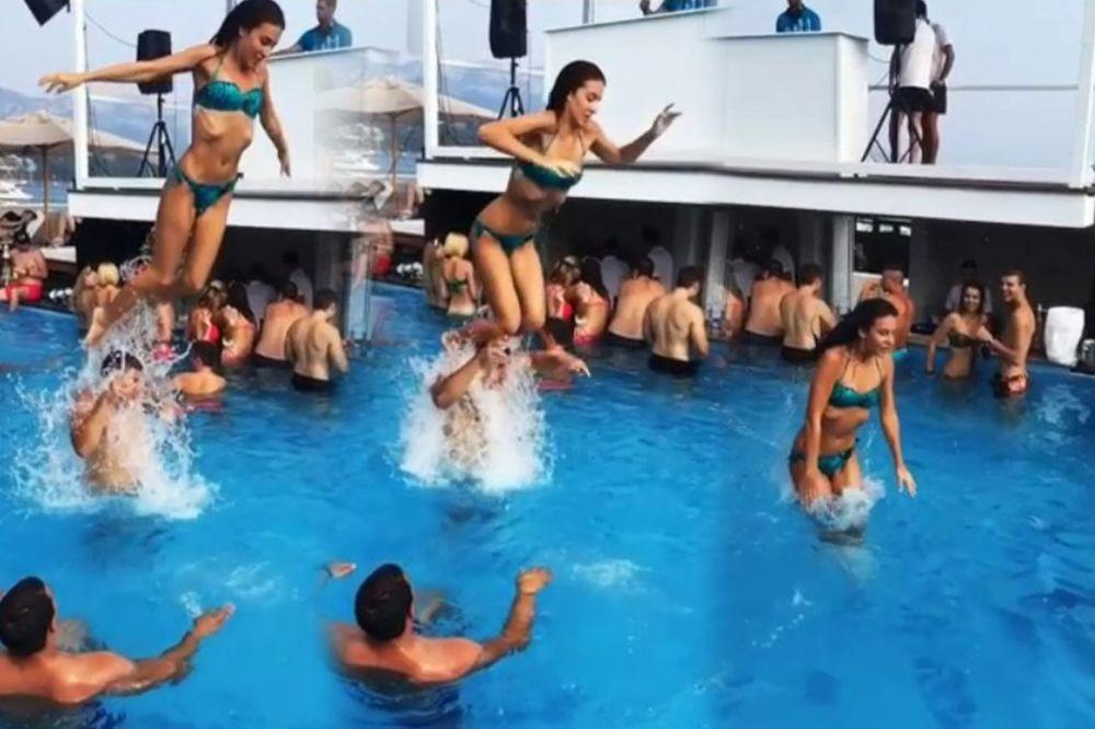 (VIDEO) OVO MOŽE SAMO ARKANOVA ĆERKA: Pogledajte kako Anastasija bez straha skače u bazen!