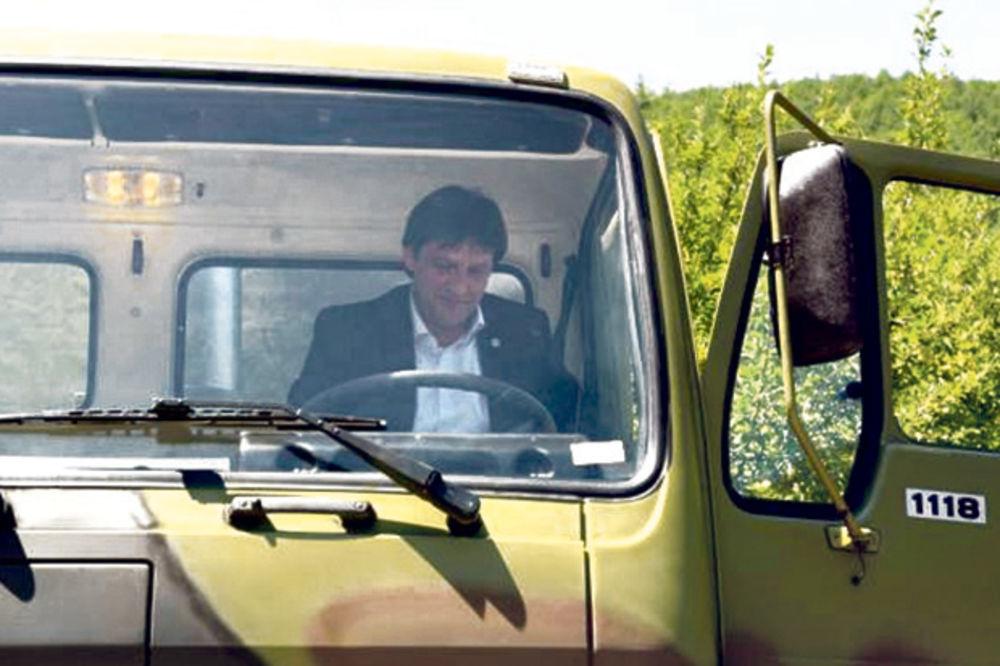 Gašić: FAP probio rok za isporuku kamiona Vojsci