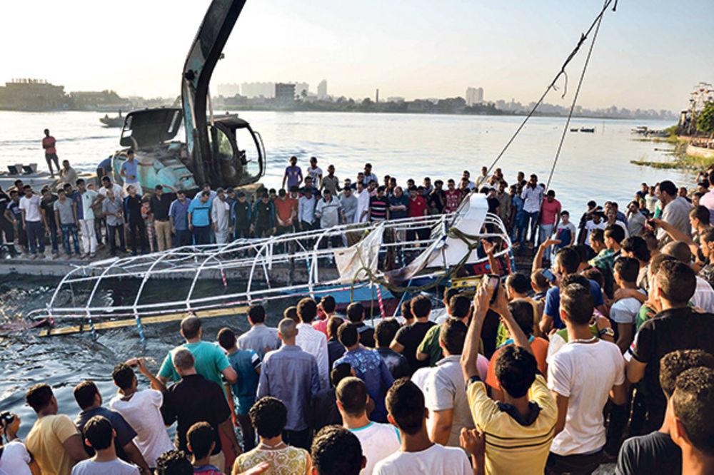 TRAGEDIJA NA NILU: Na proslavi veridbe poginula 21 osoba u sudaru brodova!