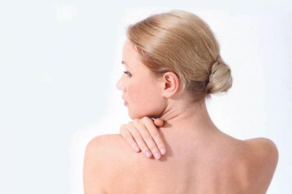 SAVRŠENA POZADINA: Kako se zauvek rešiti bubuljica na leđima!