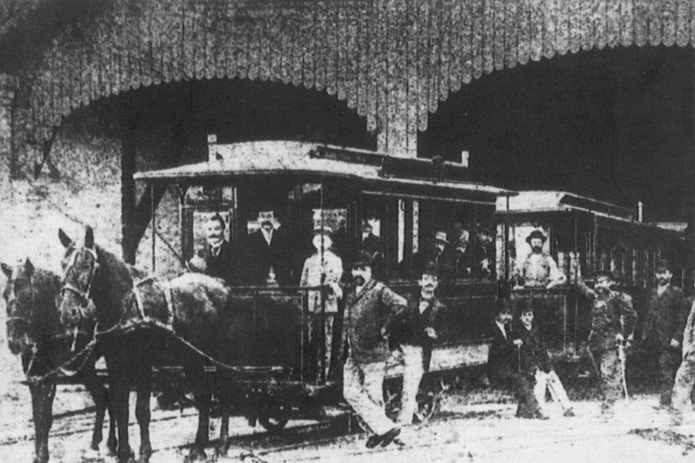 Istorija Beograda - Page 3 Tramvaj-na-konjski-pogon-foto-arhiva-gsp-1437743385-707233