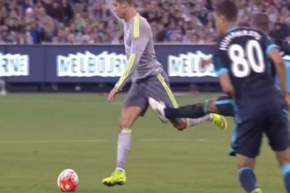 (VIDEO) UDARIO GA U MUŠKOST: Ovo je jedini način kako rival može da zaustavi Ronalda