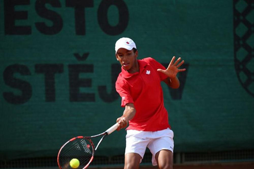 (VIDEO) TENISKA SENZACIJA VEKA: Ima 14 godina, igra kao Nole, slavi rođendan kad i Federer
