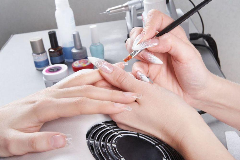 DA LI JE UV LAMPA ŠTETNA: Evo šta bi trebalo da znate ako volite gel na noktima