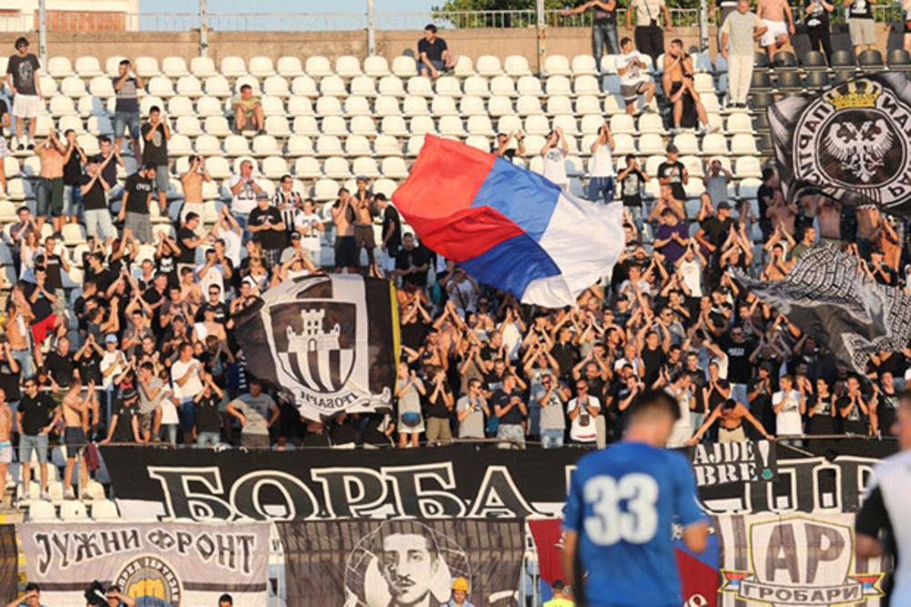 (VIDEO) PROVOCIRALI ZVEZDU: Evo kako su Grobari od igrača Partizana tražili 7+