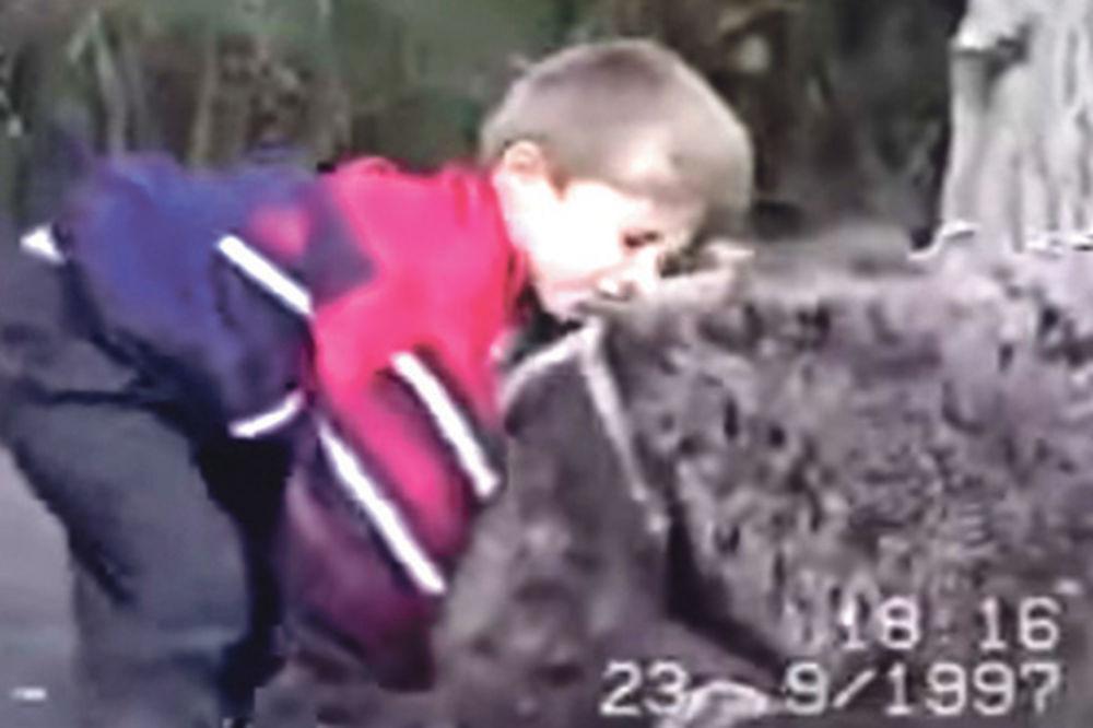 (VIDEO) ŠAMPION MMA IMAO LUDO DETINJSTVO: Otac ga kao dete terao da sparinguje sa medvedom