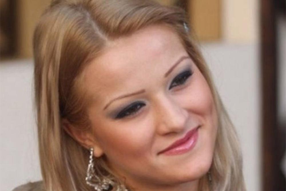 UČESNICA PAROVA POD ISTRAGOM: Porno-diva izmislila otmicu zbog 100.000 evra!