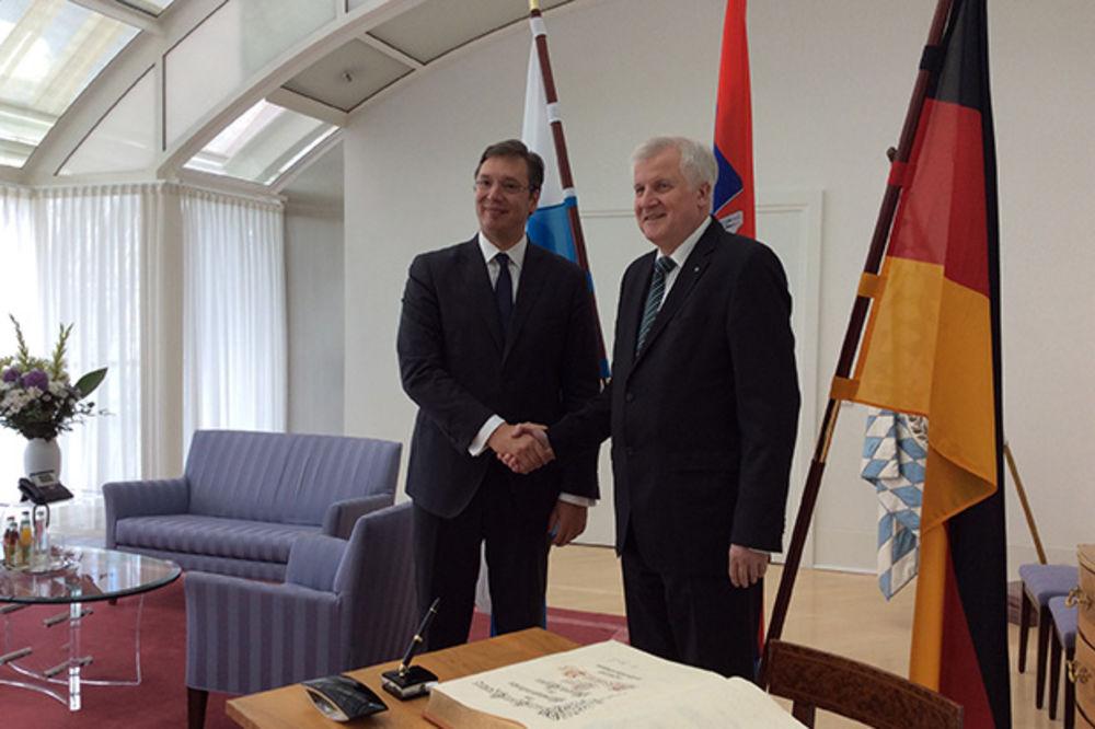 (FOTO) MINHEN U ZNAKU SRBIJE: Vučić dočekan uz najveće državne počasti!