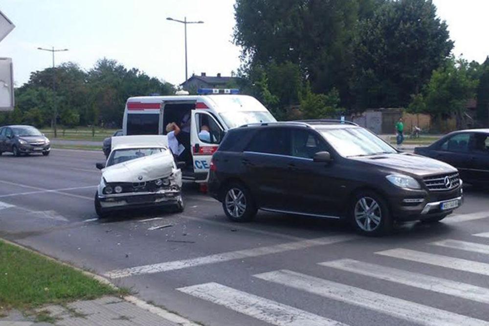 (FOTO) SUDAR NA PEŠAČKOM PRELAZU: Zakucao se u automobil Mladena Barona!