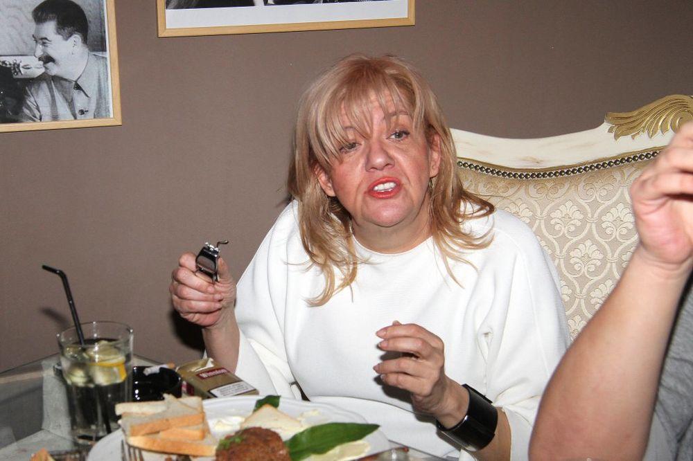 (FOTO) MARINA KAKVU NISTE VIDELI: Evo kako Tucakovićeva uživa u poroku!