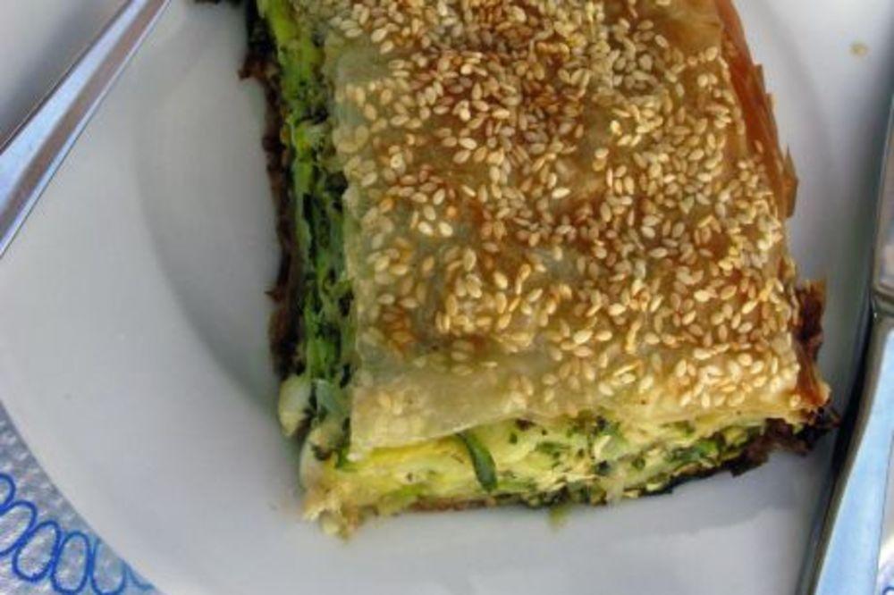 LAKO SLANO JELO: Burek sa sirom i tikvicama
