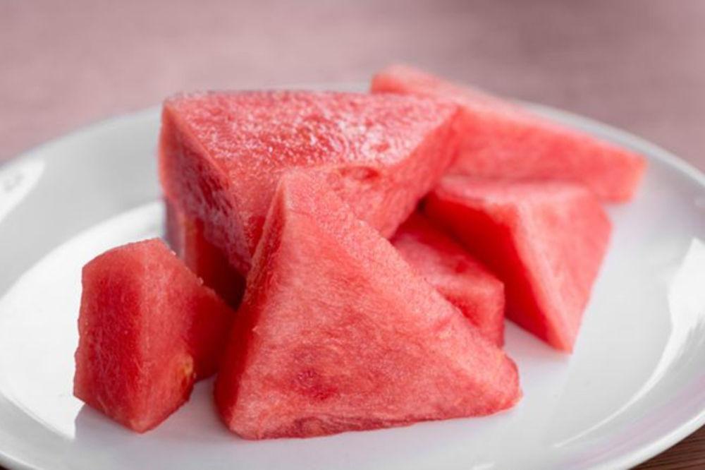 DA LI ZNATE DA ODABERETE ONU PRAVU: Sve što niste znali o lubenicama - Kurir