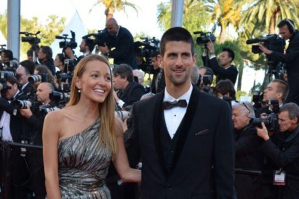 SLIKA KOJA JE ODUŠEVILA SVET: Novak i Jelena u romantičnoj šetnji sa sinom Stefanom u Njujorku