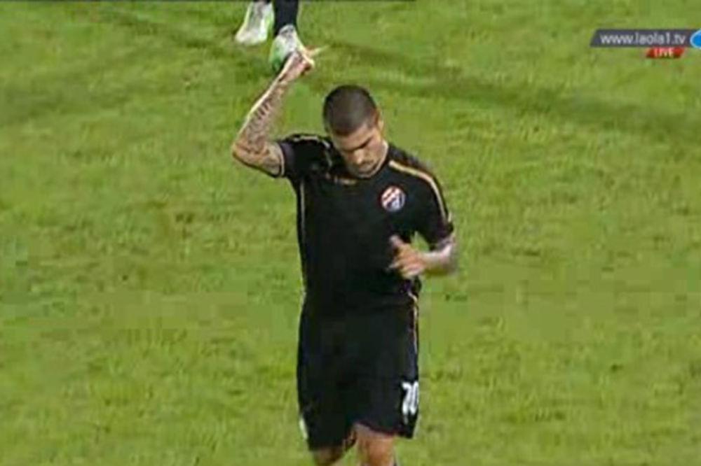 (VIDEO) BIZARNA SCENA U ZAGREBU: Sudija isključio igrača zbog srednjeg prsta navijačima