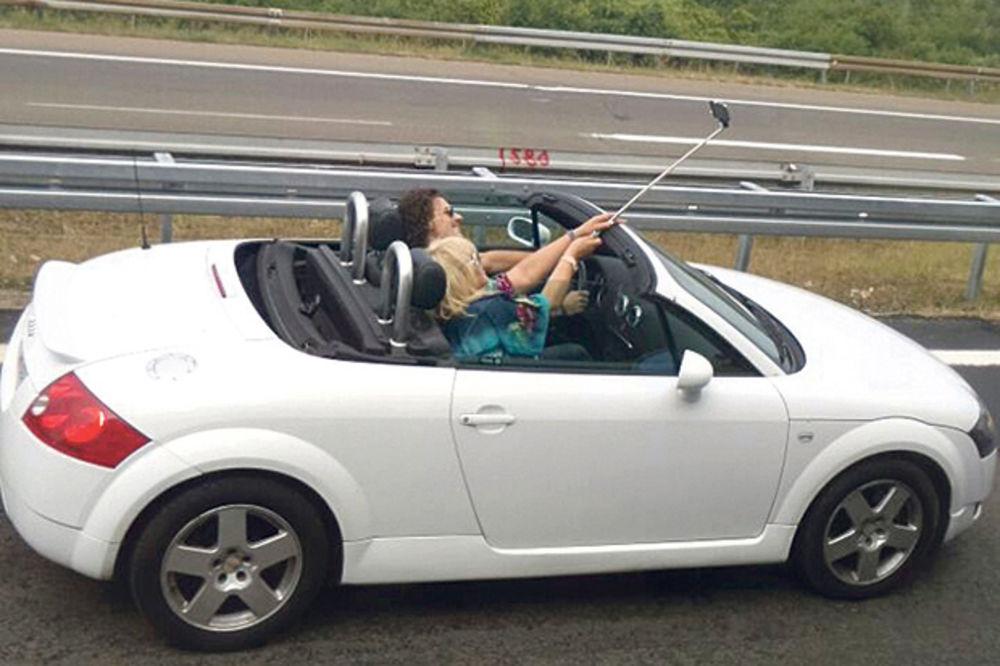ZORICA LUDOVALA SA VELIMIROM:  Folkerka zamalo da pogine zbog selfija!