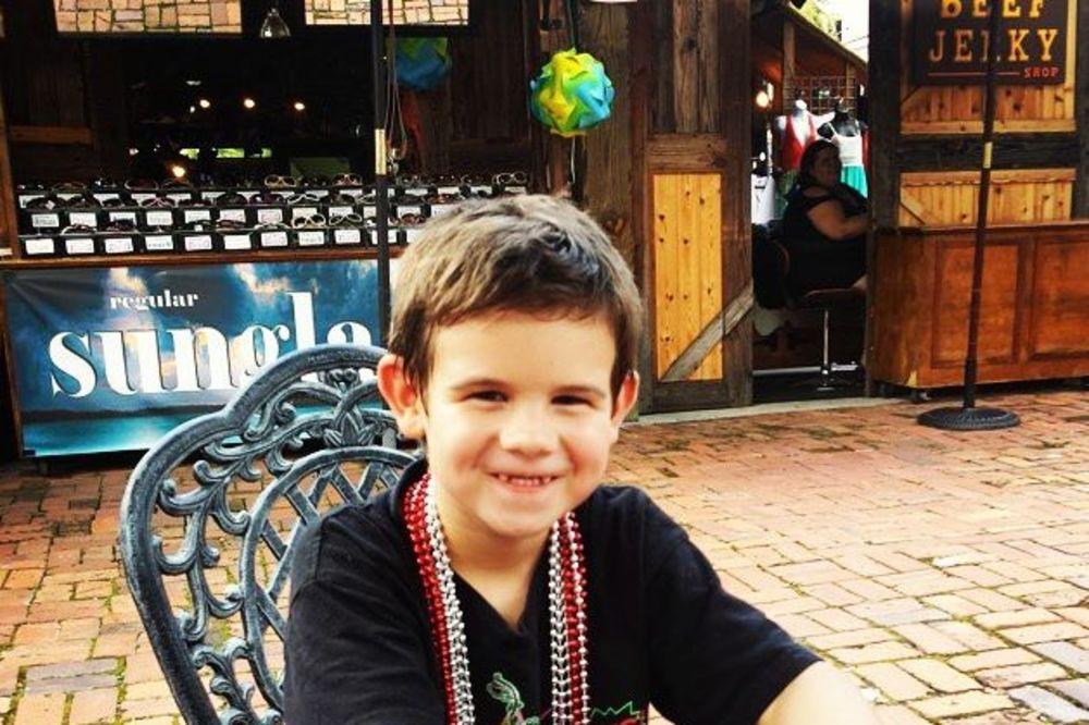 (VIDEO) Osmeh je besplatan: Šestogodišnji dečak svojom misijom uspeo da obraduje celu planetu