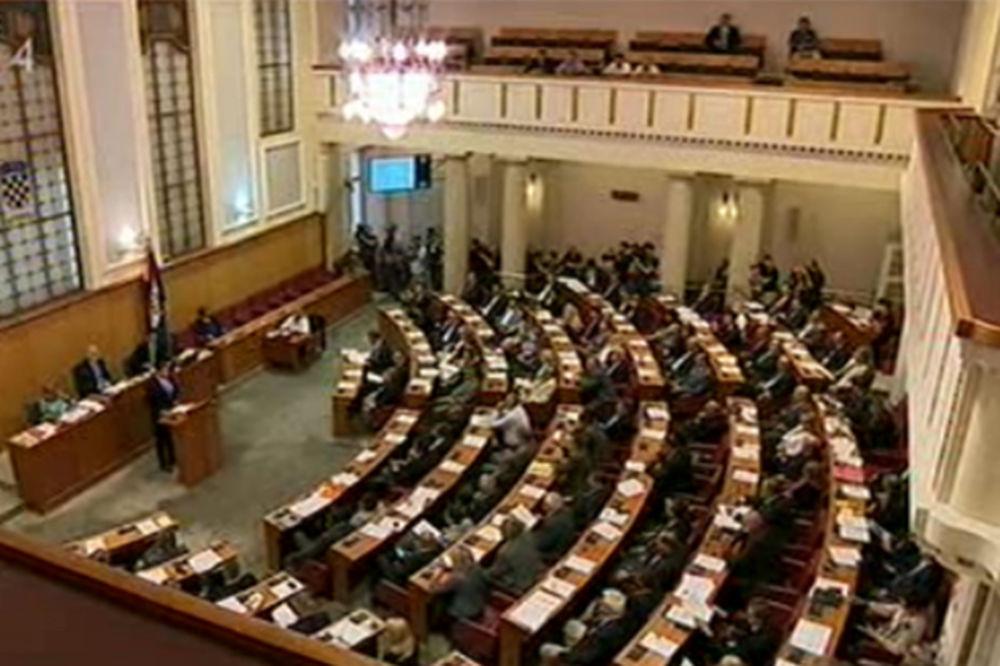 (VIDEO) SABOR VANREDNO: Parlament jednoglasno za izlazak Hrvatske iz arbitraže o Piranskom zalivu