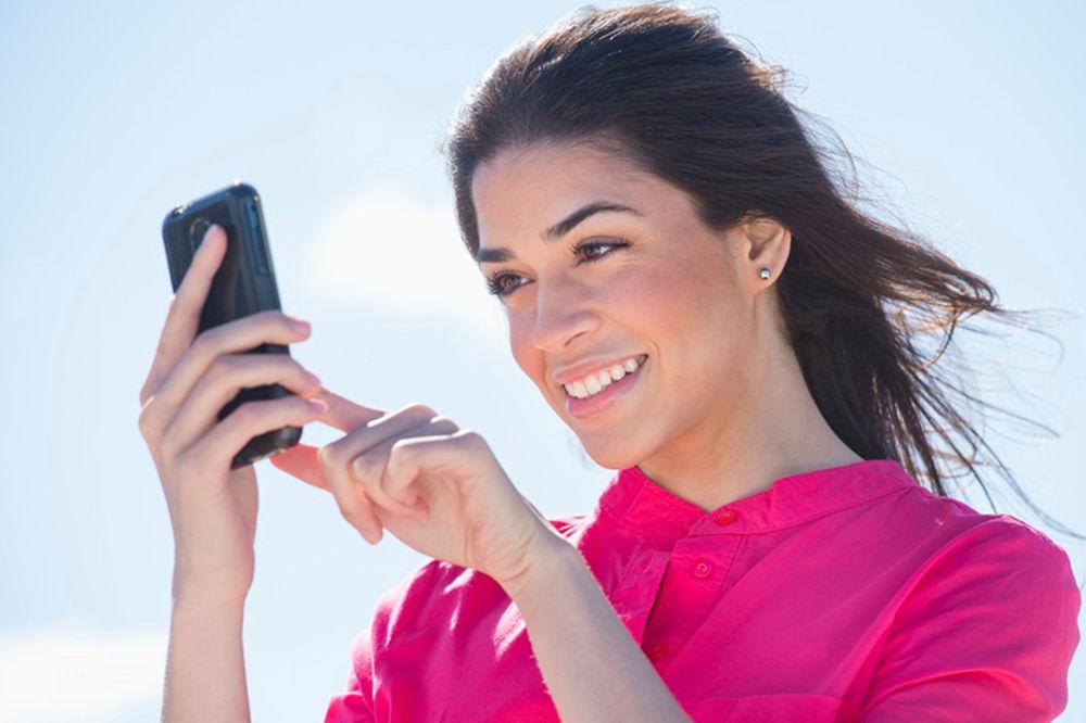 devojka, mobilni telefon, Foto: Profimedia