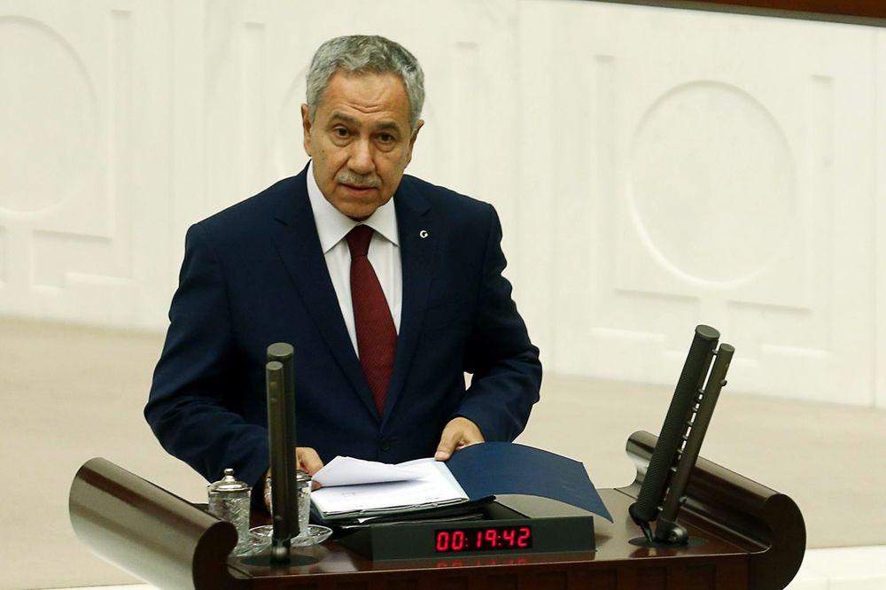 SKANDAL U TURSKOM PARLAMENTU: Zamenik premijera ućutkivao poslanicu jer je žena