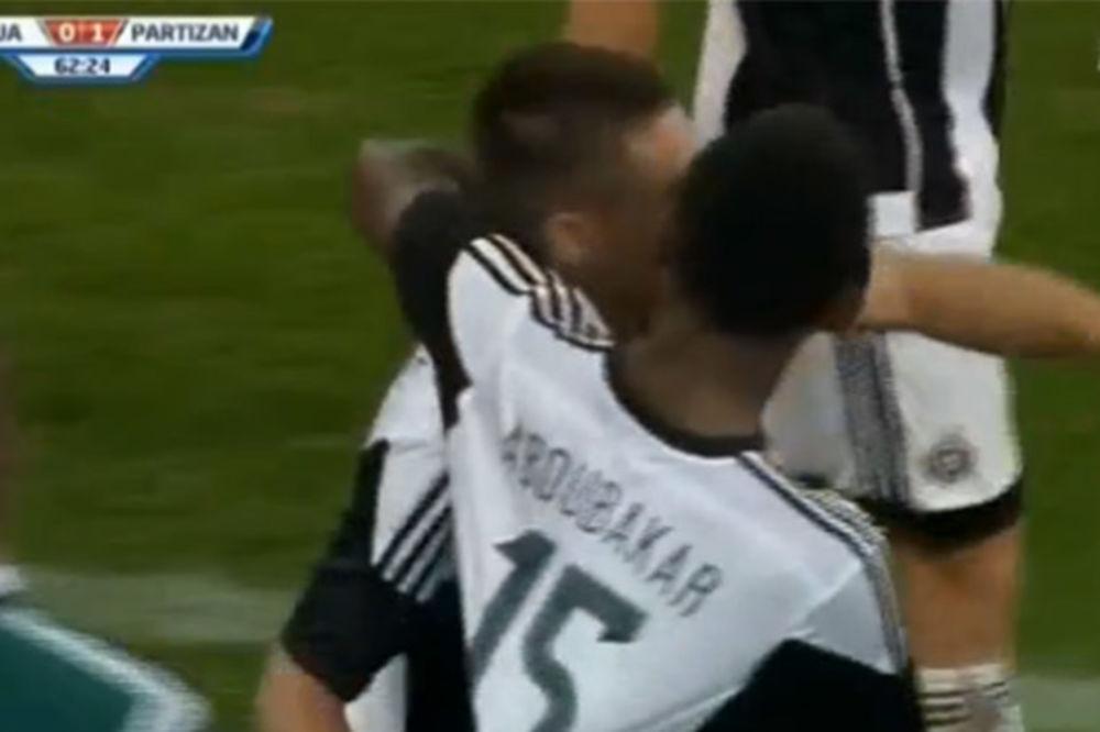 (VIDEO) GOL ZA LIGU ŠAMPIONA: Pogledajte kako je Vulićević doveo Partizan u vođstvo u Bukureštu