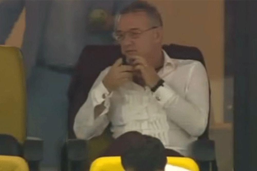 (VIDEO) ZAHVALIO BOGU: Pogledajte šta je Điđi Bekali uradio kada je Steaua izjednačila