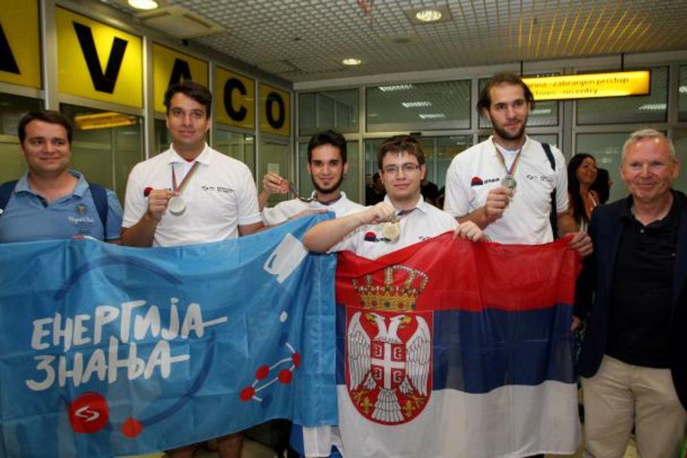 (FOTO) PUNE RUKE MEDALJA: Srpski četverac razbio na olimpijadi hemičara u Bakuu