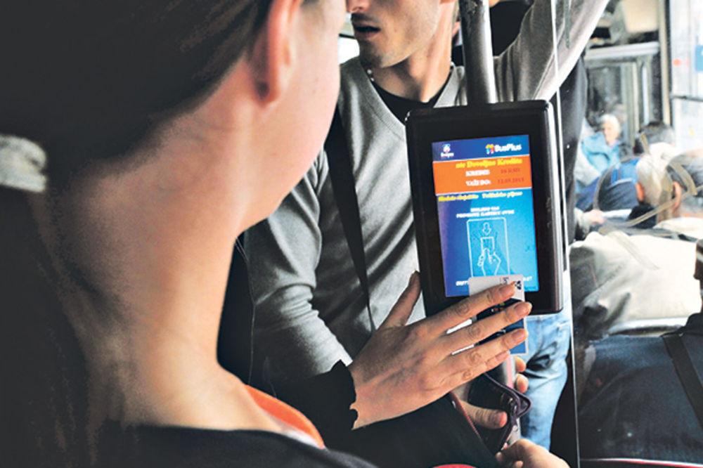 BUS PLUS BEZOBRAZLUK: Kontrolori izbacivali putnicu iz tramvaja ni krivu ni dužnu!