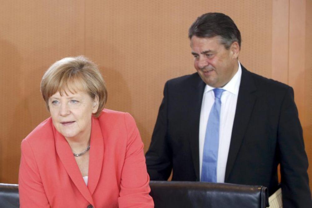 KALIF UMESTO KALIFA: Čitavih 13 minuta bio Angela Merkel i već mu kažu da se ne zanosi