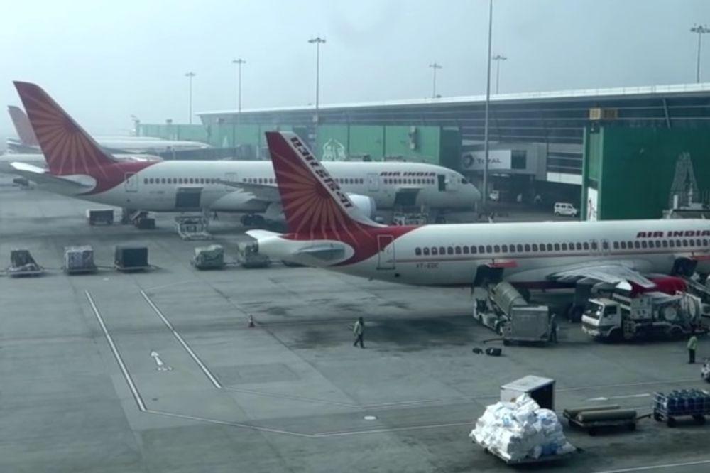 SLEPI PUTNIK: Avion Er Indije morao da se vrati zbog pacova u kabini