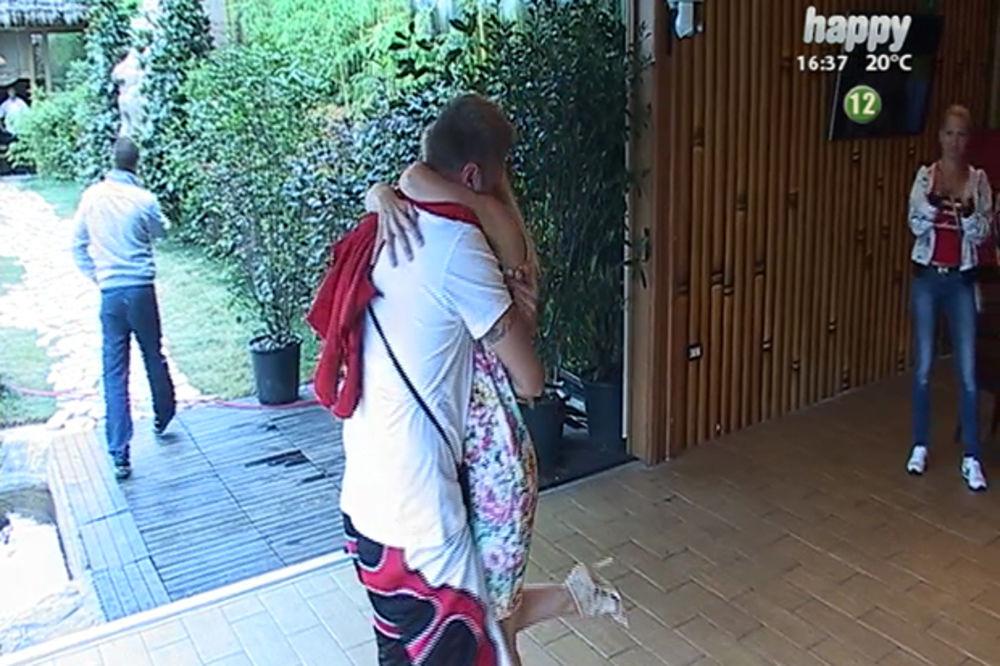 (FOTO) PROSIDBA U RIJALITIJU: Luka je video svoju devojku u studiju a onda kleknuo i rasplakao sve