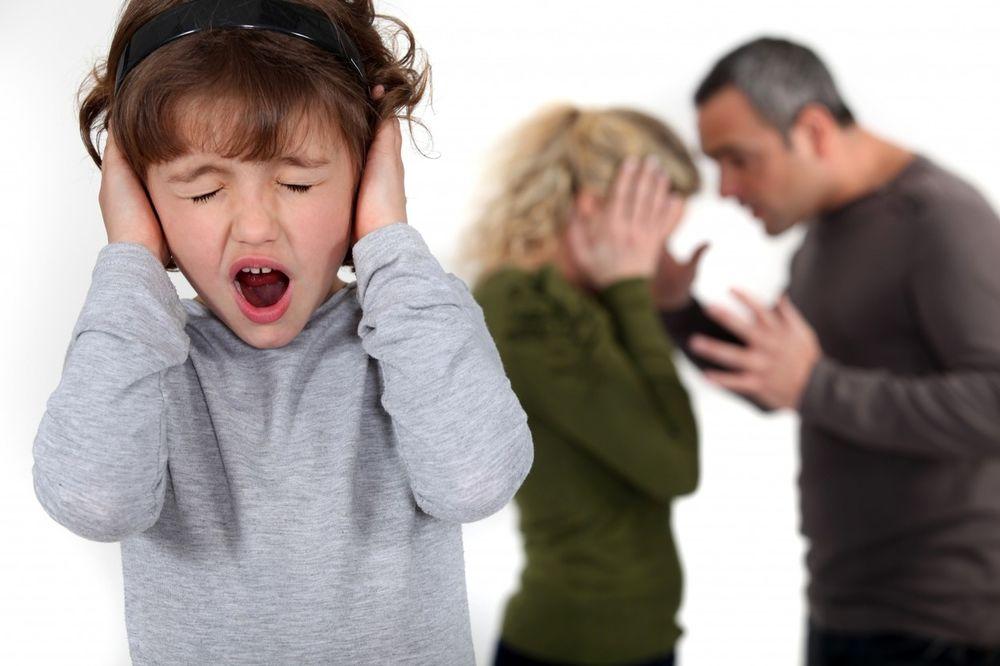 TEKST KOJI JE ZAPALIO DRUŠTVENE MREŽE: Ne lažite decu da ostajete u lošem braku za njihovo dobro!