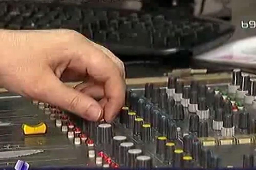 OPROŠTAJ NA 12 JEZIKA: Ugašen Radio Jugoslavija!