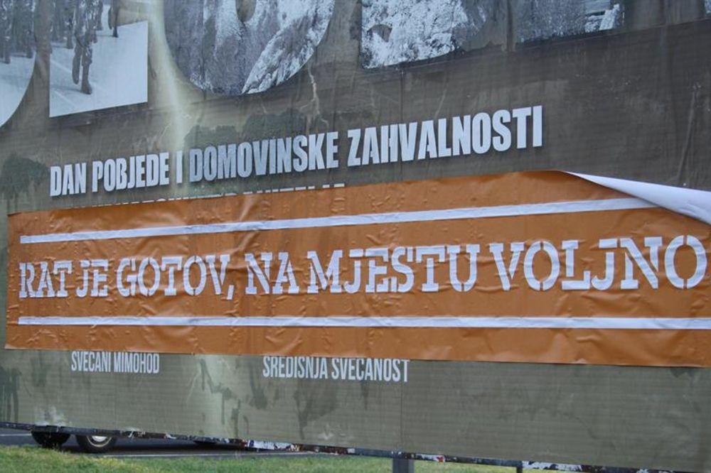 NA MESTU VOLJNO: Zagreb oblepljen plakatima protiv vojne parade