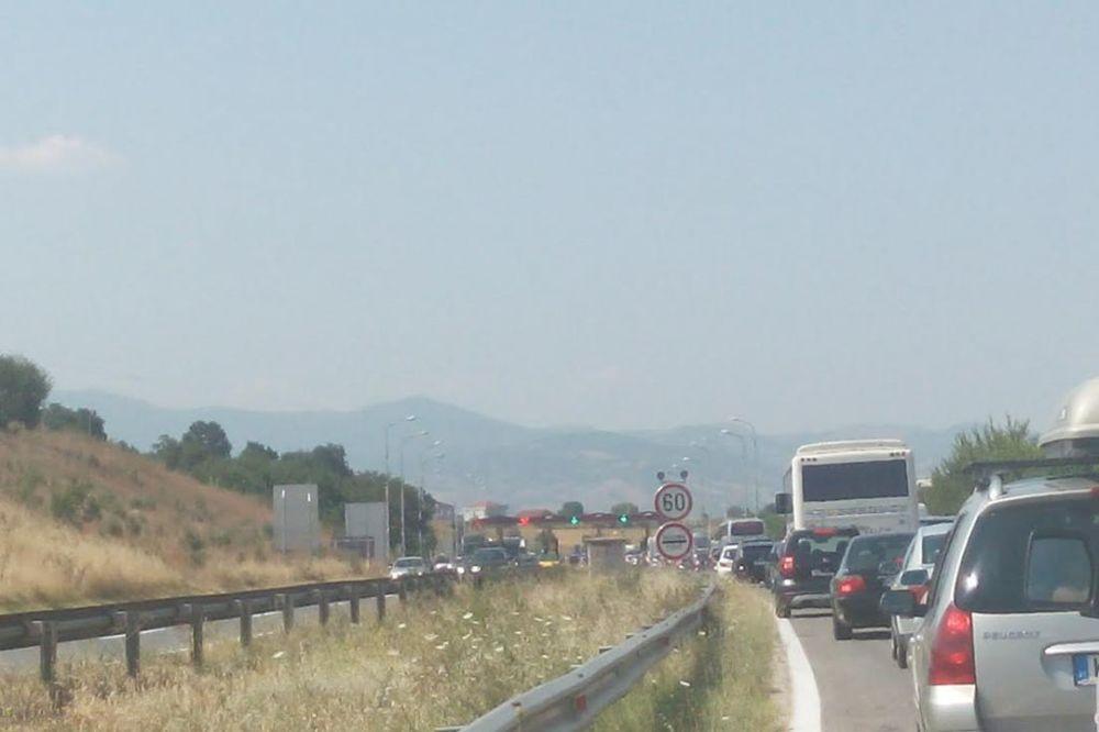 KOLAPS NA SRPSKIM PUTEVIMA: Ovako izgleda kolona vozila posle ulaska u Srbiju
