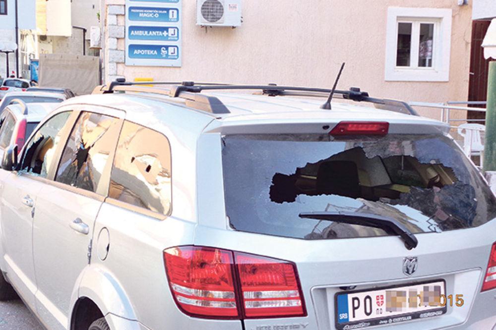 PRESELO  IM LETOVANJE: Porodici Stefanović Crnogorci razbili kola zbog srpskih tablica!