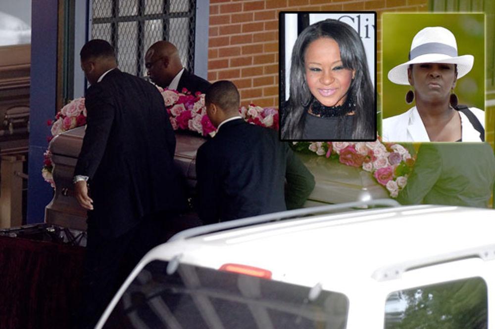 (VIDEO) SKANDAL NA SAHRANI ĆERKE VITNI HJUSTON: Tetka izbačena sa pogreba i najavila dug obračun