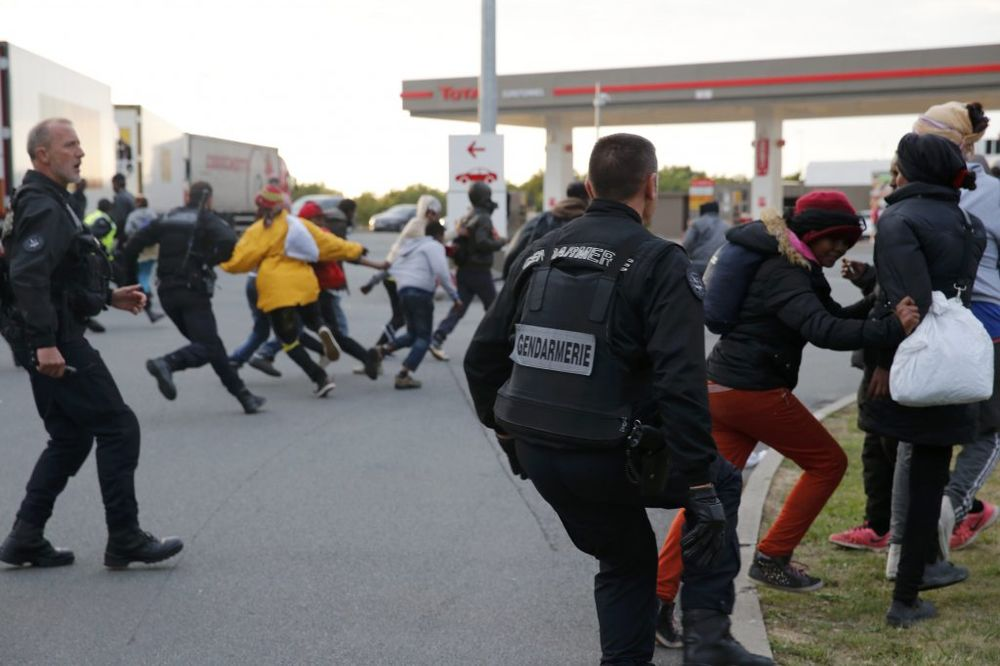 (VIDEO) OKRŠAJ I SUZAVAC: Mi nismo životinje, vikali migranti interventnoj policiji