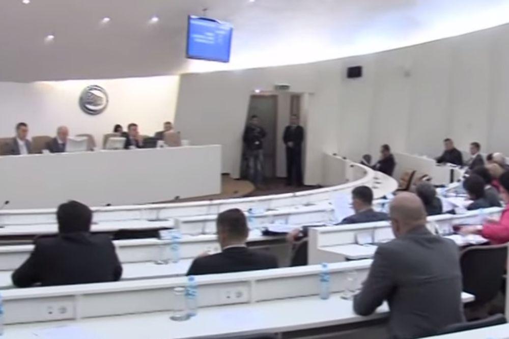 NAPETO U PARLAMENTU BIH: Posle odbijanja rasprave o referendumu, poslanici SDP napustili skupštinu