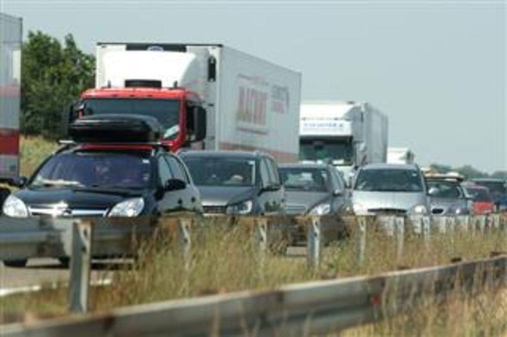 GUŽVA KOD VELIKE PLANE: 14 kilometara duga kolona automobila na auto-putu Beograd-Niš