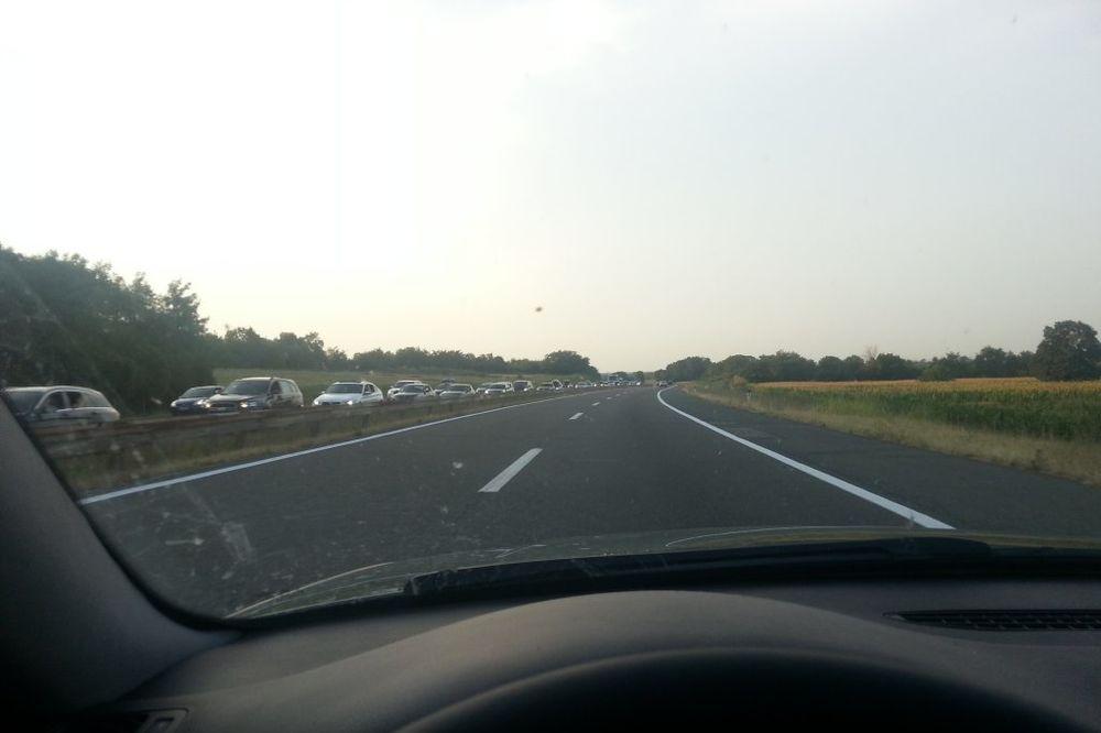 MILI SE SATIMA: Kolona automobila kod Velike Plane otegla se više od 20 kilometar!