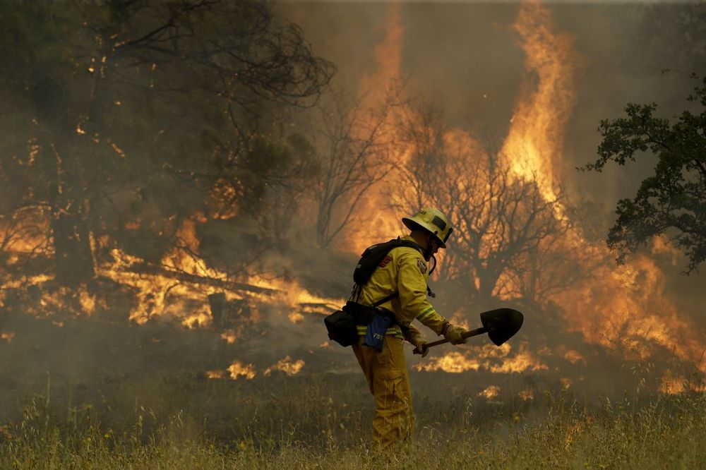 (VIDEO) KALIFORNIJA U PLAMENU: Gori 54.000 hektara i požari se još širie